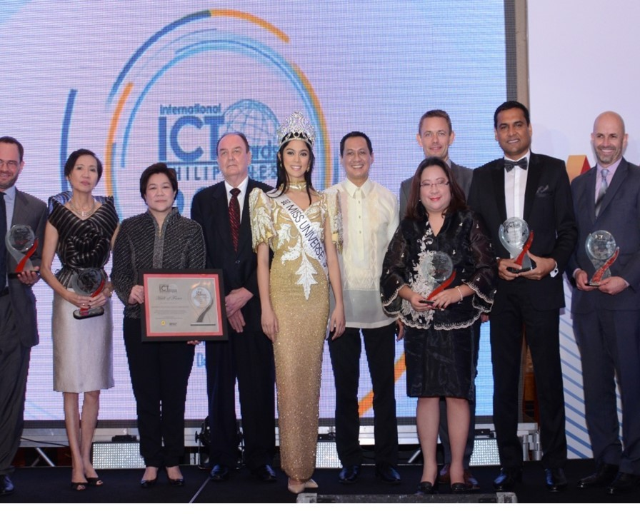 Atty. Jocelle Batapa-Sigue with Corporate Awardees in the 2014 Philippine ICT Awards