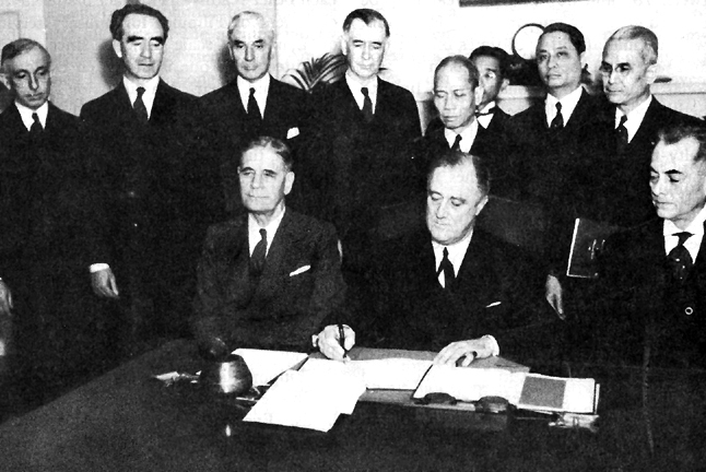 Signing_the_Constitution_of_the_Philippine_Commonwealth,_23_March_1935